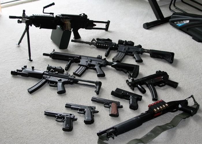 Дозволи на придбання, зберігання та носіння зброї.